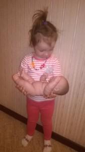 Я готовила Алису к появлению сестрички при помощи её любимого пупсика