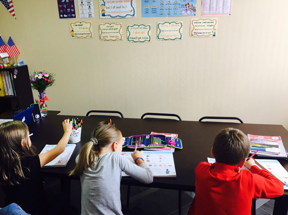 Ученики на занятиях в школе Benefit